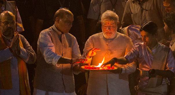 Modi performing prayer