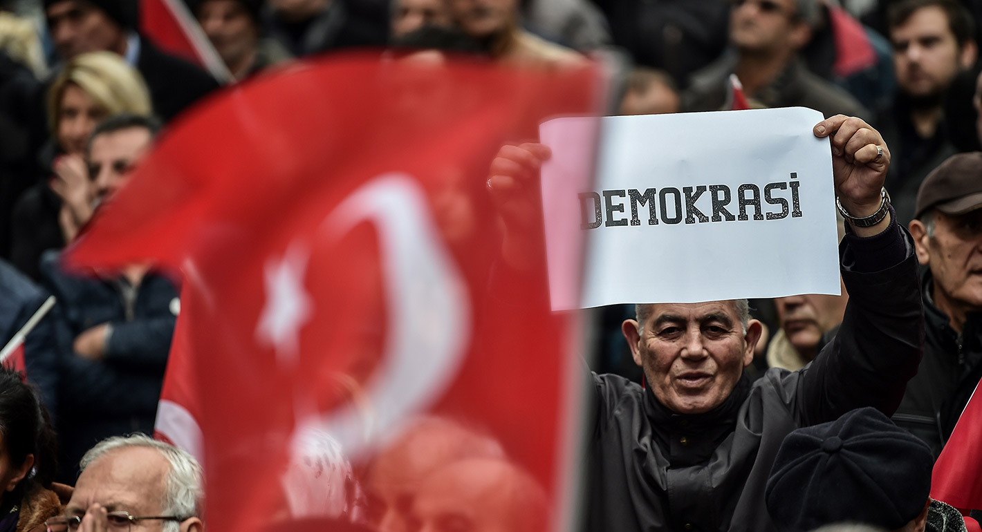 Democracy Support Without Democracy: The Cases of Poland and Turkey