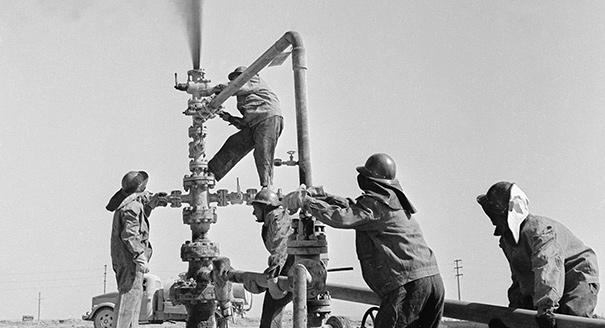 The Formation and Evolution of the Soviet Union's Oil and Gas Dependence